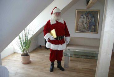 Den Weihnachtsmann zu Besuchn im ausgebauten Speicherboden