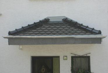Erstelltes Vordach belegt mit Biberschwanzziegeln